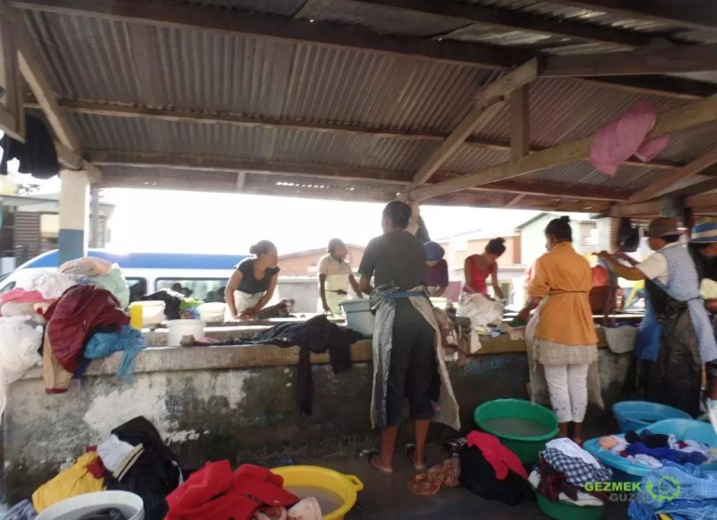 Şehir Merkezinde Çamaşırhane, Madagaskar Gezi Notları