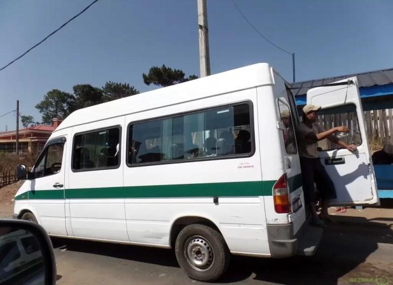 Madagaskar'da Ulaşım, Dolmuşlar