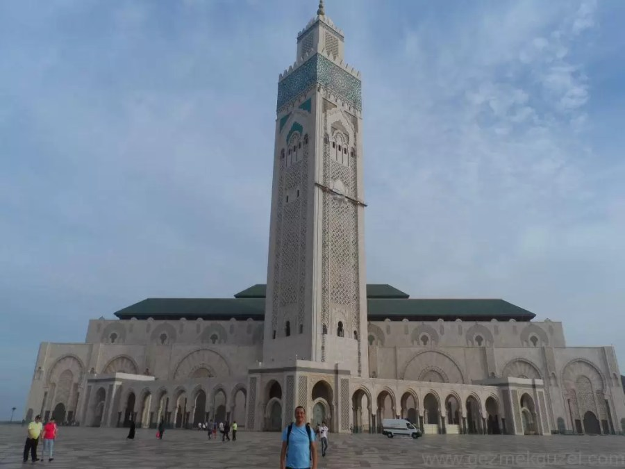 Fas Gezisi Notları, Kazablanka Gezilecek Yerler, Hasan II Camii Önünde