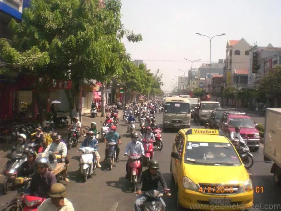 Laos - Kamboçya - Vietnam Gezisi Notları, Ho Chi Minh Gezilecek Yerler, Motorsiklet Ordusu