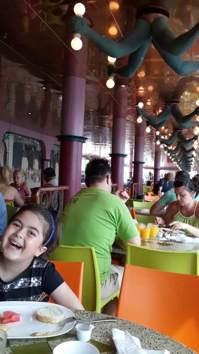Costa Magica'da kahvaltıda