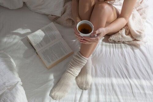 Afbeeldingsresultaat voor sokken aan in bed