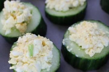 Komkommer met eiersalade