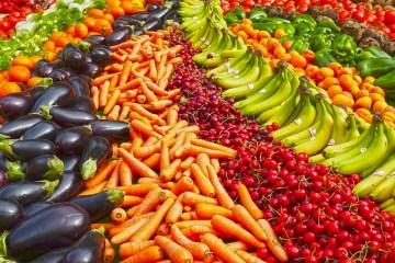 groenten in een regenboog met verschillende kleuren