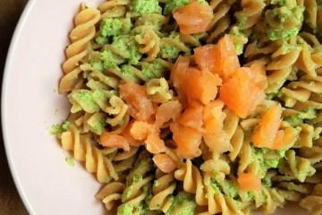 pasta van broccoliroomsaus en zalm