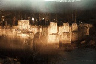 Esta creo que es la mejor de la serie. Un ligero movimiento y queda un puente fantasma, de otra época, en un día oscuro.