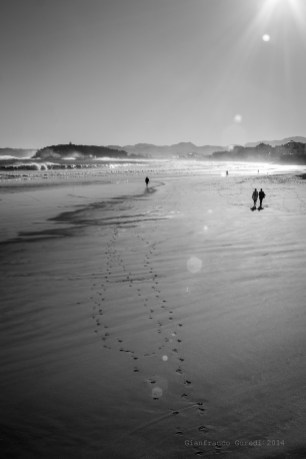 Pasos en la arena, que se borrarán.