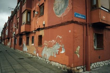Rojo en la esquina del barrio Pesquero.