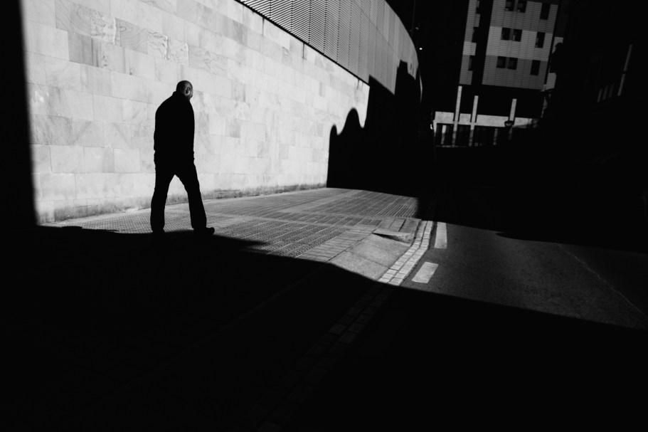 Entre sombras