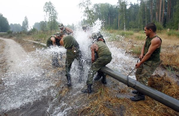 Soldiers Lay A Water Pipeline In The Vladimir Region