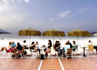 GRAN CANARIA:  Storbyliv i las Palmas kombinert med den flotte las Canteras-stranda. Foto: JOHN TERJE PEDERSEN/Dagbladet