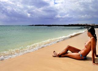 FUERTEVENTURA: Har fine naturiststrender som her ved Cotillo-stranda som regnes som en av de ti beste stendene i verden.  Foto: JOHN TERJE PEDERSEN/Dagbladet