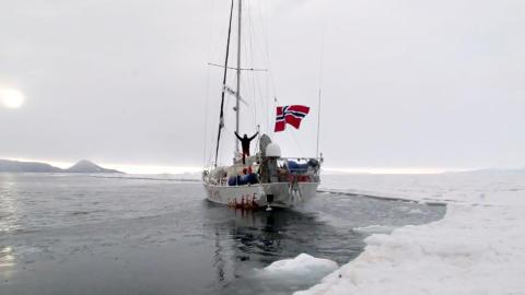 DET SISTE BILDET: Morgendagens episode fra TV-serien «Berserk mot Sydpolen» viser de siste bildene av «Berserk»-mannskapet som dro til havs. Foto: TV Norge.