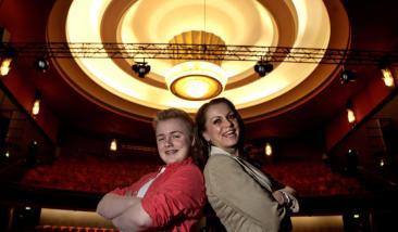 SKAL FYLLE FOLKETEATRET: Hilde Lyrån og sønnen Halvor skal spille i musikalen «Billy Elliot» på Folketeatret til høsten. Foto: Anders Grønneberg