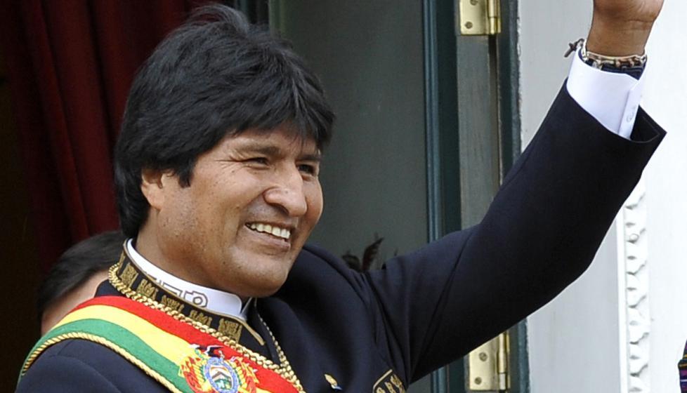 GJENVALGT:  President Evo Morales er gjenvalgt til en tredje periode. Dette bildet ble tatt forrige gang han ble gjenvalgt i 2010. Foto: AFP PHOTO/AIZAR  RALDES