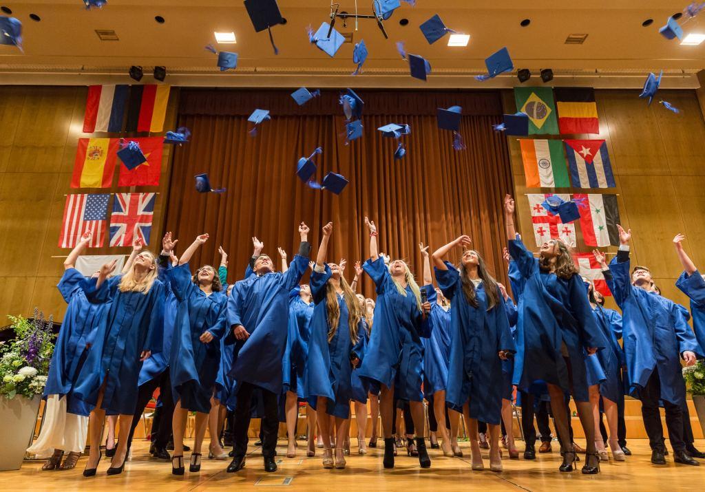السفر والدراسة  عبر جامعة EU واحدة من أكبر الجامعات المتخصصة في أوروبا