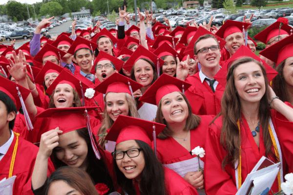 التخرج من المدارس الثانوية في امريكا