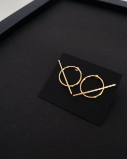 Minimalist Gold plated round earrings with stripe , round bar earrings