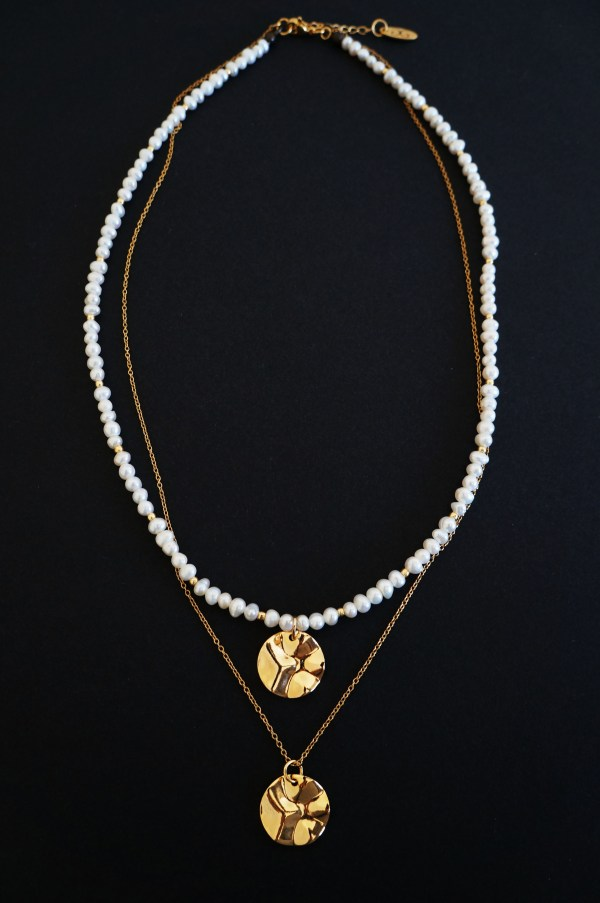 Freshwater pearl necklace with gold plated parts - GG UNIQUE