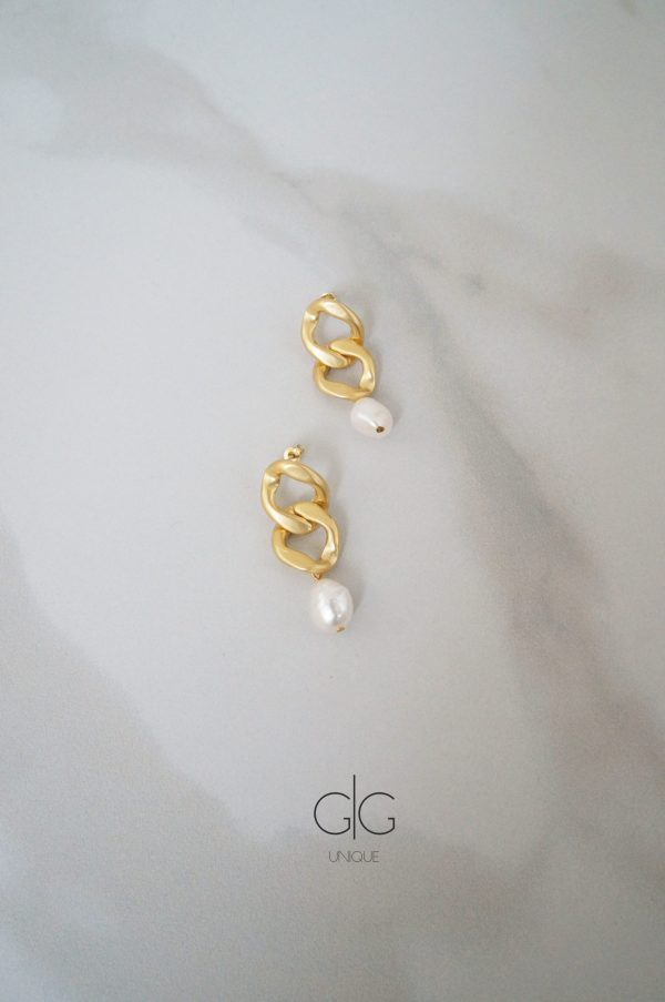 Trendy massive chain and freshwater pearl earrings GG UNIQUE