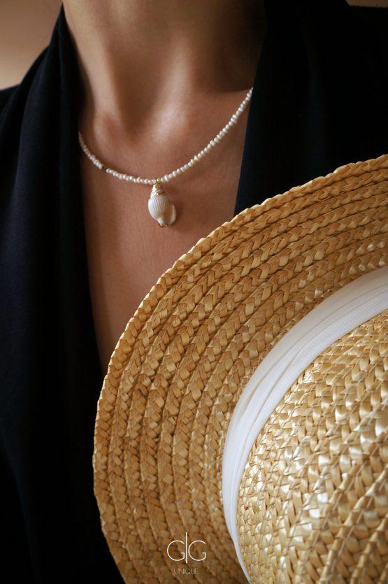 Delicate small pearl and seashell necklace - GG UNIQUE