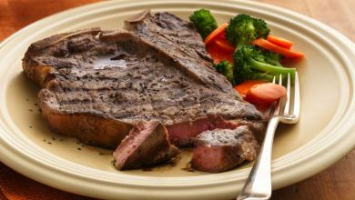 صورة مطبخ غالية.. طريقة تحضير ستيك اللحم المشوي بالخضر