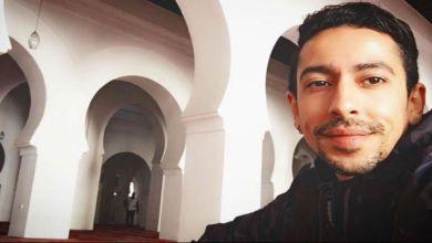 """صورة بعد نعته بـ""""الأنثى"""".. فيصل عزيزي يصدم متابعيه بهذا الرد"""