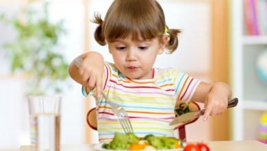 صورة 5 حيل لتشجيع طفلك على تناول الطعام الصحي