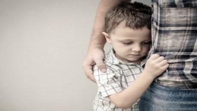 صورة لا تعاملي طفلك الخجول بهذه الطريقة المدمرة