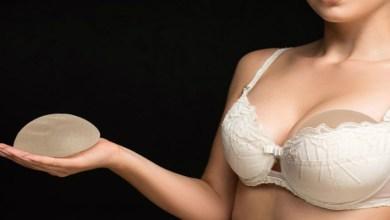 صورة سيدات يقاضين شركة لتصنيع الثدي في بريطانيا