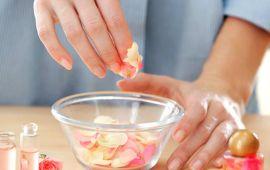 وصفة طبيعية لتقشير الوجه وترطيبه في فصل الصيف