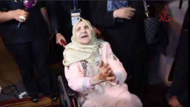 """صورة مؤثر.. فاطمة الركراكي بـ """"التكشيطة"""" وترقص فرحا فوق الكرسي المتحرك وتشكر المغاربة- فيديو"""