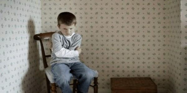 هذه الأمور تدفع ابنك إلى الإنتحار.. إحذريها