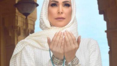 صورة بعد ارتدائها للحجاب.. أمل حجازي توجه رسالة لجمهورها من الأراضي المقدسة