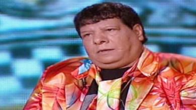 صورة أشهر مغني شعبي يغني على كرسي متحرك في حفلات الرياض