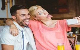 دراسة: روح الدعابة والضحك يزيدان من فرص إنجاح العلاقات الزوجية