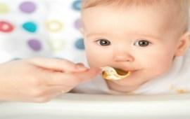 متى يبدأ طفلك الرضيع في تناول الطعام؟