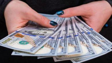 صورة فتاة تبيع عذريتها في مزاد علني بمبلغ خيالي- فيديو