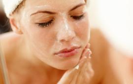 3 وصفات طبيعية لعلاج جفاف البشرة