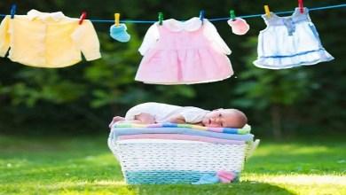 صورة نصائح لغسل ملابس رضيعك الجديدة قبل ارتدائها