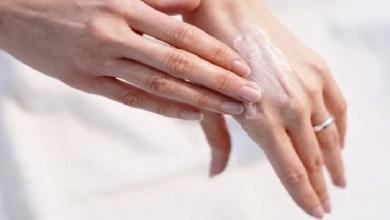 صورة وصفات طبيعية للتخلص من تجاعيد اليدين