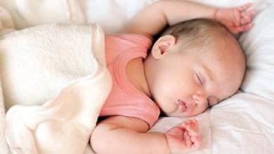 صورة ما هي عدد ساعات نوم طفلك حسب مراحله العمرية؟