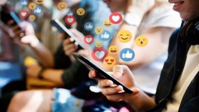 صورة استخدام المراهقين لمواقع التواصل الاجتماعي يهدد صحتهم العقلية