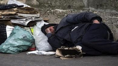 صورة موجة البرد القارس تُعمق جراح المشردين وتزيد من معاناتهم اليومية