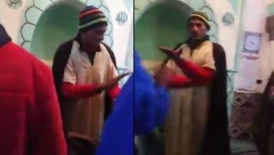 صورة صادم.. إمام مسجد يقيم الصلاة وهو في حالة سكر