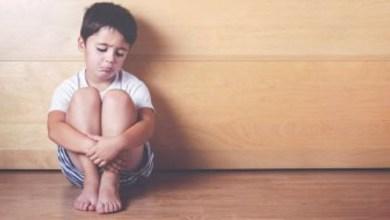 صورة كيف تعرفين أن طفلك يعاني من الحرمان العاطفي؟