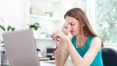 صورة 5 مشكلات صحية يسببها الجلوس لساعات طويلة أمام الكمبيوتر
