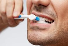 صورة وصفات طبيعية لتفتيح لون الأسنان قبل العيد