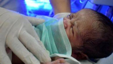 صورة بعد تلقيها اللقاح وهي حامل.. إسبانية تنجب طفلا بأجسام مضادة لكورونا