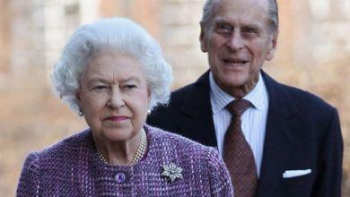 """صورة مذيع يعلن وفاة الملكة """"إليزابيث"""""""